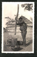 CPA Bongor, Pilage Du Mil, Halbnackte Afrikanische Frau Avec Baby Am Mörser Stehend - Cartes Postales