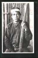 AK Peru, Indios, Indianer Mit Halsschmuck Und Holzwaffe - Indianer