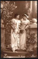 B8256 - 2 Hübsche Junge Frauen Im Kleid - Mode Frisur - Pretty Young Women - Moda