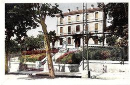 34  CAPESTANG  -  ECOLE  De GARCONS   ET MONUMENT AUX  MORTS - Capestang