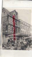 17- LA ROCHELLE- PLACE DU MARCHE - PHOTO ORIGINALE GEORGES ARRAMY 1987- MARCHAND DE LEGUMES - Lieux