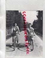 63- SUR LA ROUTE DE MANZAT LES 2 FILLES DU GARDIEN CHEF DE LA MAISON ARRET PRISON DE RIOM- RESISTANCE MAQUIS AOUT 1944 - Reproductions
