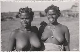 Madagascar  Vu  Par  Stavy  Ambovombe Types Du Sud Jeunes Femmes Antandroy - Madagascar