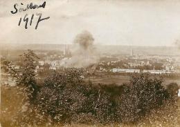 PHOTO ORIGINALE  SOISSONS 16 SEPTEMBRE 1917 BOMBARDEMENT DE LA GARE PAR LES ALLEMANDS   FORMAT  9 X 6.50 CM - War, Military