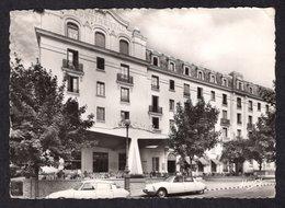 AUTOMOBILES // 2 DS DEVANT L'HOTEL CONTINENTAL A VITTEL - Passenger Cars