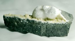 Mineral - Okenite Su Prehnite (Poona, India) - Lot. 01 - Minéraux