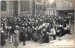 44 - GUERANDE -- Place St Aubin Un Jour De Marché - Guérande