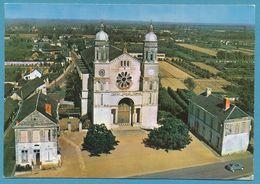 ST CLEMENT DES LEVEES - L'Eglise - Citroen 2CV Auto - Carte Circulé 1972 - France