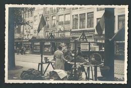LIEGE. Photo Carte. Place Du Marché. Une Petite Marchande. - Liege