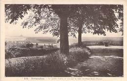 50 - Avranches - Le Jardin Public Et Vue Sur La Baie Du Mont St Michel. - Avranches