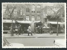 LIEGE. Photo Carte. Place Du Marché En 1966. échoppes, Animation. Au Dos, Pub Décoration Deltour. 2 Scans - Liege