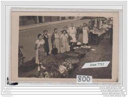4070 AK/PC/CARTE PHOTO/800/PARIS /MARCHE/CHARCUTIERS/LEGUM ES DIVERS - Cartoline