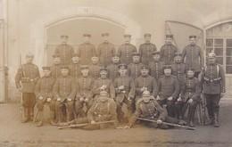 AK Foto Gruppe Deutsche Soldaten - Gewehr Pickelhaube - Feldpost 2. Ers.-Batl. Inftr. Regt. 30 - 1915 (36977) - Guerra 1914-18