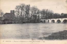 78 - MANTES - Vue Sur La Cathédrale Et Le Vieux Pont De Limay - Mantes La Jolie