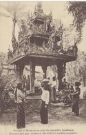 Birmans Et Birmanes Au Puits Du Monastere Boudhique CPA TBE - Autres