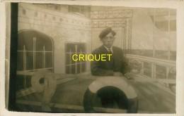 Photo-montage D'un Homme Sur Le Pont Du Paquebot Le Paris - Photographie