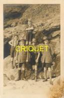 Scoutisme, Photo-carte D'un Groupe De Scouts Devant Des Rochers, N° 1 - Scouting
