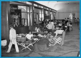 PHOTO Photographie De PRESSE - La GREVE Des PÊCHEURS - Hall De La Gare Maritime De CHERBOURG (50 Manche) - Lieux