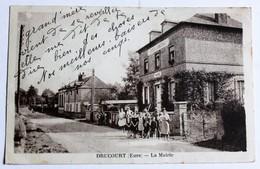 CPA 27 Drucourt 1939 Personnages Devant Mairie école De Garçons - Other Municipalities