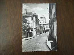 Carte Postale Ancienne De Barbezieux: Rue Thomas Veillon Et Eglise Saint-Mathias - France