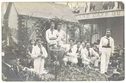 Cpa Carte-photo Corso / Carnaval - Jeunes Hommes En Blanc Devant Bistrot / Café   ( CPH ) - Carnaval