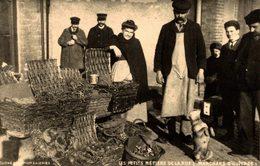 LES PETITS METIERS DE LA RUE (MARCHAND D'HUITRES) - REEDITION - Pesca