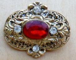 Bro-1333 Broche Métal Doré à Décorde Pierre Centrale Rouge  Cerclée De 4 Zirconium - Brooches