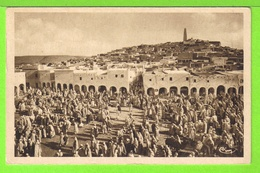 GHARDAÏA - SUR LA PLACE DU MARCHE - Carte écrite En 1941 , Très Animée - Ghardaïa