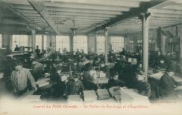 33 BORDEAUX / Journal La Petite Gironde  -  Un Atelier De Brochage / - Bordeaux