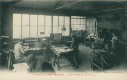 33 BORDEAUX / Journal La Petite Gironde  -  Un Atelier De Clicherie / - Bordeaux