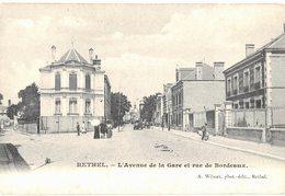 08 Rethel Avenue De La Gare Et Rue De Bordeaux  Cpa Carte Animée Cachet 1905 - Rethel