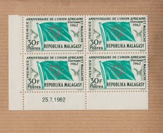 """MADAGASCAR  Neuf   Bloc De 4   Coin Date    Le 25 7 1962    """" 8 Sept 1962   1er Anniv De L'union...30F """"   YT Num 370 - Madagascar (1960-...)"""