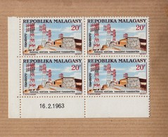 """MADAGASCAR  Neuf   Bloc De 4   Coin Date    Le 16 2 1963  """" Faisceau Hertzien...  20F """"   YT Num 377 - Madagascar (1960-...)"""