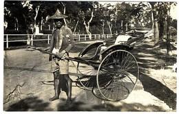 SINGAPOUR    PAUSE A SINGAPOUR  12 1928   MANUSCRIT AU DOS  TRES BEAU PLAN   -  CARTE PHOTO - Singapour
