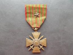 - Médaille Militaire. Croix De Guerre 14-18 Avec Une Citation - - France
