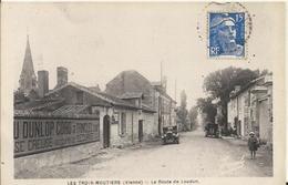 Carte Postale Ancienne De Les Trois Moutiers La Route De Loudun - France