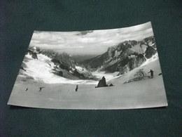 SCI SCIATORE PUNTA HELBRONNER SKILIFT ESTIVO SFONDO MER DE GLACE COURMAYEUR AOSTA - Sports D'hiver