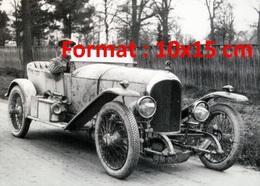 Reproduction D'une Photographie Ancienne D'une Vue D'une Bentley Et Son Conducteur - Reproductions