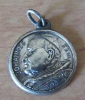 Médaille Religieuse Ancienne En Argent - Johannes XXIII - ROMA - Poids : 1,8 G - Diamètre : 15 Mm - TBE - Religion & Esotericism