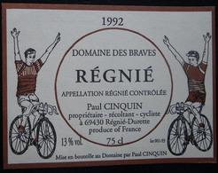 ETIQUETTE CYCLISME DOMAINE DES BRAVES REGNIE PAUL CINQUIN ¨PROPRIETAIRE RECOLTANT CYCLISTE 1992 - Cyclisme