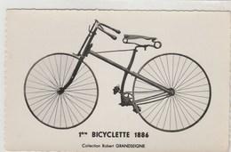 Carte-photo -1ère Bicyclette 1886 Coll. R. Grandseigne ; Cpsm- Cyclisme - 90x140 Dentelée, Glacée - Wielrennen