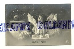 Joyeux Noël. Trois Anges Dans La Neige. 1911. Photo - Anges