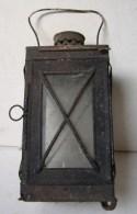 PL. 406. Ancienne Lampe En Fer à Une Bougie - Lamps