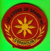 MILITARIA, ÉCUSSON EN TISSU BRODÉE - LES LOISIRS DE GRANBY INC - S'ÉPANOUIR - - Ecussons Tissu