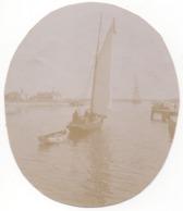 Voilier - Photo ! C.1900 Courseulles Sur Mer L Avant Port - Bateaux