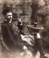 Homme Ecossais En Kilt Posant Dans Un Studio Ancienne Carte Photo 1910's - Guerre, Militaire