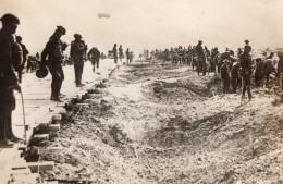 Soldats Americains Reparant Route Bombardee Par Les Allemands WWI Ancienne Photo 1914-1918 - War, Military