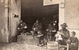 Atelier De Cordonnier Soldat Americain? Avec Un Bebe WWI Ancienne Photo 1914-1918 - War, Military