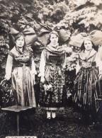Jeunes Femmes Alsaciennes En Costumes Regionaux WWI Ancienne Photo 1914-1918 - War, Military