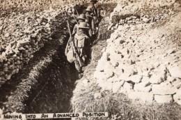 Soldats Se Deplacant Vers Le Front Dans Une Tranchee WWI Ancienne Photo 1914-1918 - War, Military